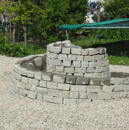Naturstein- und Betonformelemente, Mauern